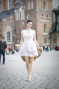 Natalia na płycie krakowskiego rynku w obiektywie męża