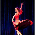 Justyna Reczeniedi w hiszpańskiej czerwonej sukni.