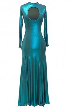 Seksowna suknia do tańca z pięknym zwiewnym dołem i atrakcyjnym dekoltem i długim rękawem.