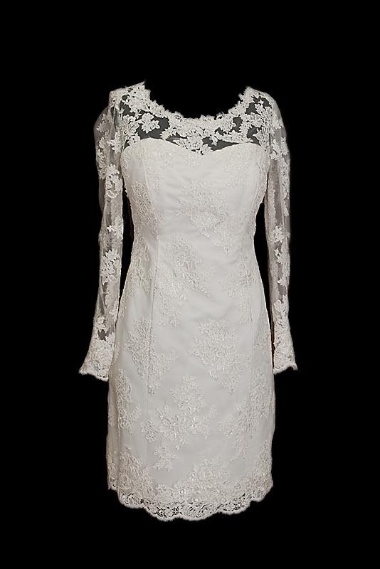Krótka koronkowa sukienka ślubna Mea z gołymi plecami i dekoltem w łódkę.