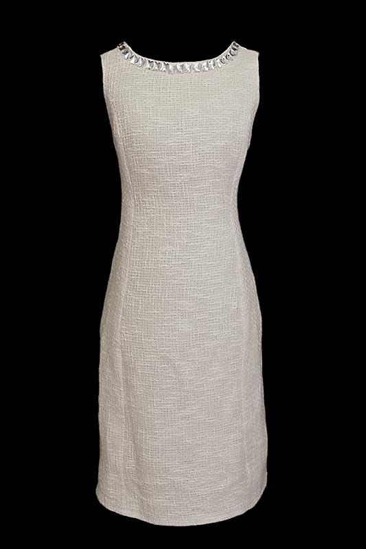 Krótka suknia wizytowa i biznesowa uszyta z wełny chanellki z kamieniami Swarovskiego.