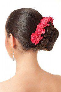 Kok to nadal popularne upięcie włosów na ślub.