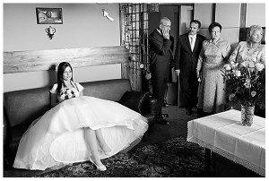 Rozkloszowana suknia ślubna na halce