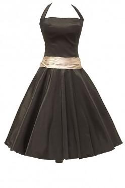 Czarna sukienka na studniówkę z szerokim marszczonym pasem w kolorze starego złota oraz na szerokich ramiączkach.