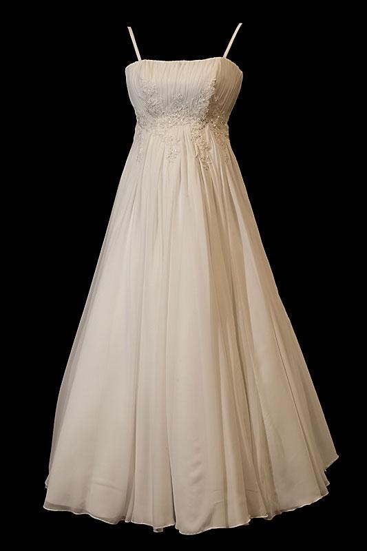 Suknia ślubna ciążowa typu greczynka dla kobiet w ciąży, odcinana pod biustem i ze spódnicą z koła.
