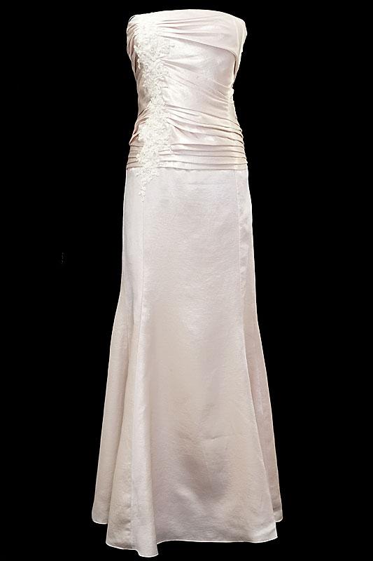 Długa suknia ślubna typu rybka / syrenka z gorsetem zdobionym kamieniami, marszczeniami i zakładkami.