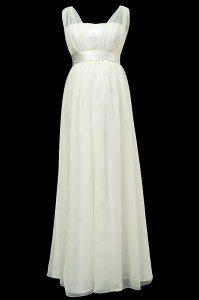 Długa ciążowa suknia ślubna odcinana pod biustem z dekoltem w szpic i jasnym cienkim paskiem.