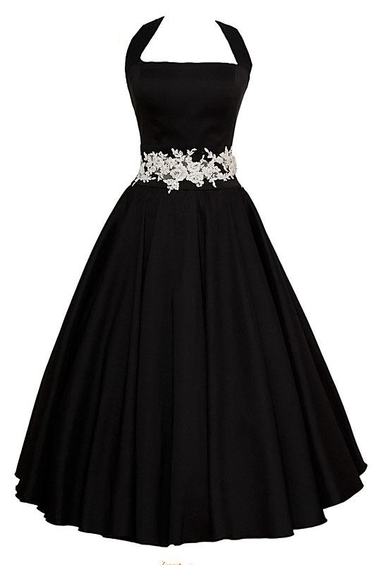 Długa czarna suknia wieczorowa z koła, na ramiączkach z prostym dekoltem i paskiem z haftu.