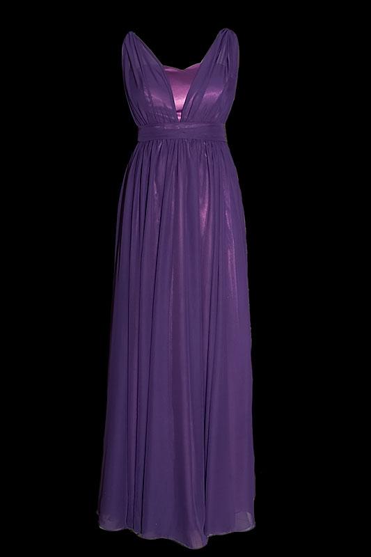 Długa, elegancka fioletowa / jagodowa suknia wieczorowa, pokryta delikatnym szyfonem, z dekoltem w serduszko i marszczeniami na pasku.