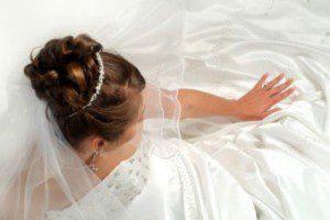 Tkaniny, koronki i hafty na suknię ślubną i wieczorową