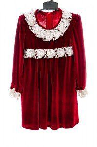 Czerwona aksamitka sukienka z pluszu.
