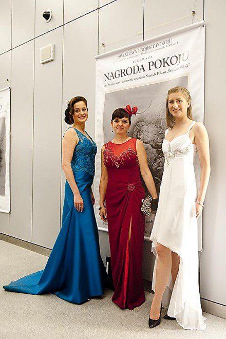 Marianna Nowaczyk, Kama Ostaszewska, Kasia Nowaczyk w sukniach z Atelier Kamy Ostaszewskiej.