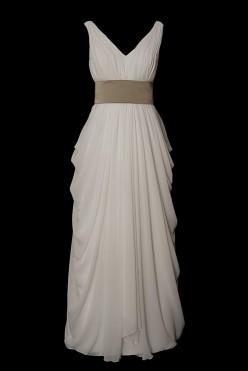 Suknia ślubna z efektem wody na bokach