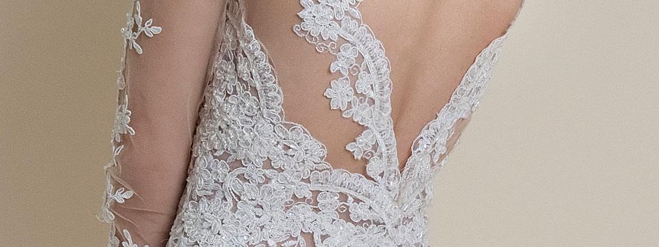 koronkowa-suknia-slubna-na-siatce-z-golymi-odslonietymi-plecami-2