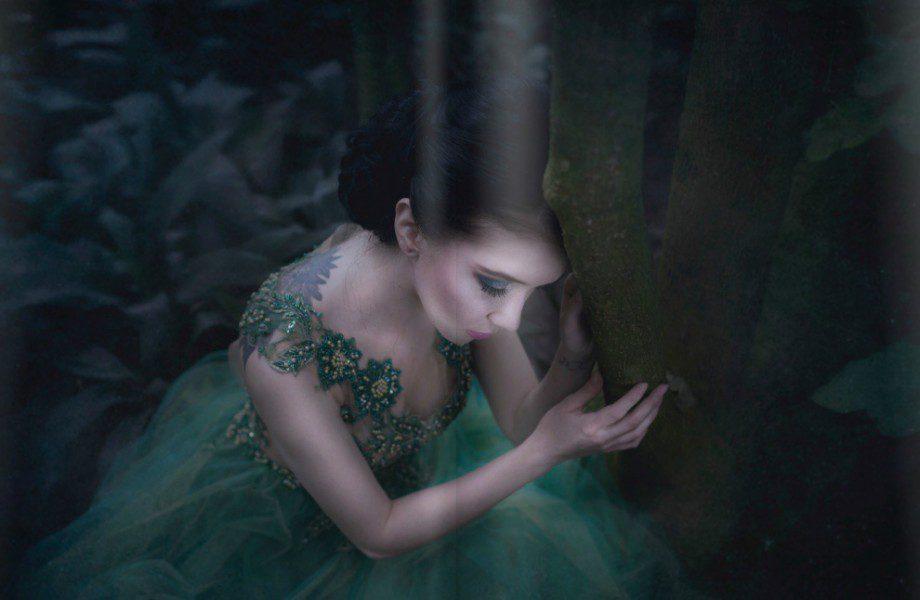 Magiczna i wyszukana stylizacja w zielonej sukni wieczorowej
