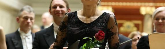 Agnieszka Rehlis w naszej sukni w poznańskiej Filharmonii