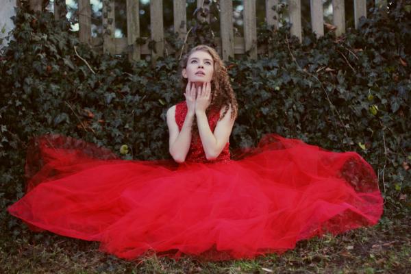 czerwona-suknia-tiulowa-koronkowa-atelier-kama-ostaszewska