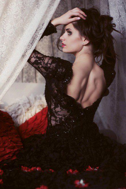 czarna-sukienka-wieczorowa