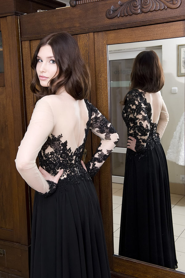 koronkowa suknia-na-studniowe-z-odslonietymi-plecami