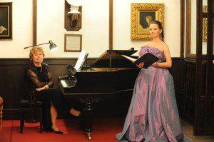 Justyna Reczeniedi w sukni od Kamy Ostaszewskiej podczas Nocy Mozarta.