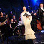 Justyna na koncercie w Jaworze w sukni od Kamy Ostaszewskiej.