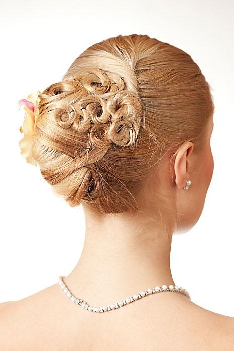 51f8794812 Kok to nadal popularne upięcie włosów na ślub.