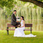 Monika w koronkowej sukni ślubnej