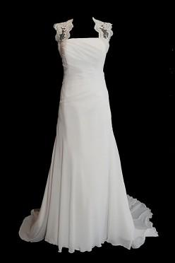 Długa suknia ślubna na ramiączkach o kroju w literę A z gorsetem, prostym dekoltem i koronkowymi plecami.