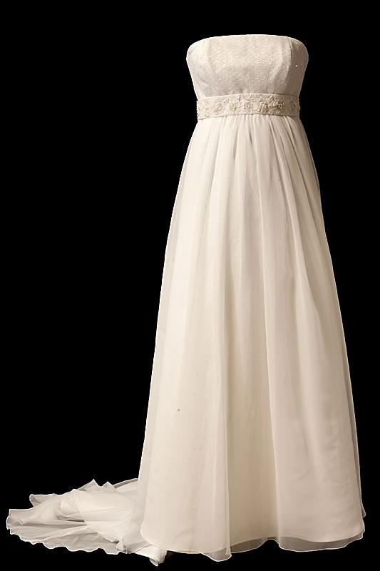 Długa suknia ślubna dla kobiet w ciąży z bogato zdobionym pasem i marszczeniami na biuście.