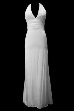 Seksowna długa suknia ślubna z dekoltem w szpic i gołymi plecami przykrytymi koronką.