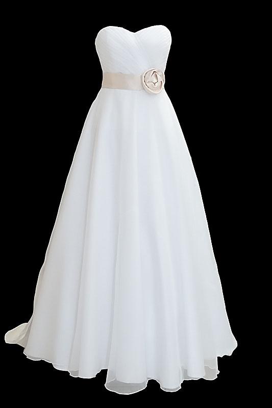 Długa suknia ślubna na gorsecie z długim odpinanym trenem oraz kokardą z tyłu. Z przodu sukni dekolt w serduszko oraz ręcznie robiony kwiat.