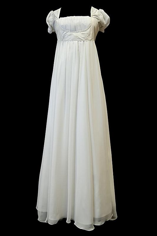 Długa suknia ślubna w stylu greckim dla kobiet w ciąży, odcinana pod biustem, na gorsecie z prostym dekoltem.