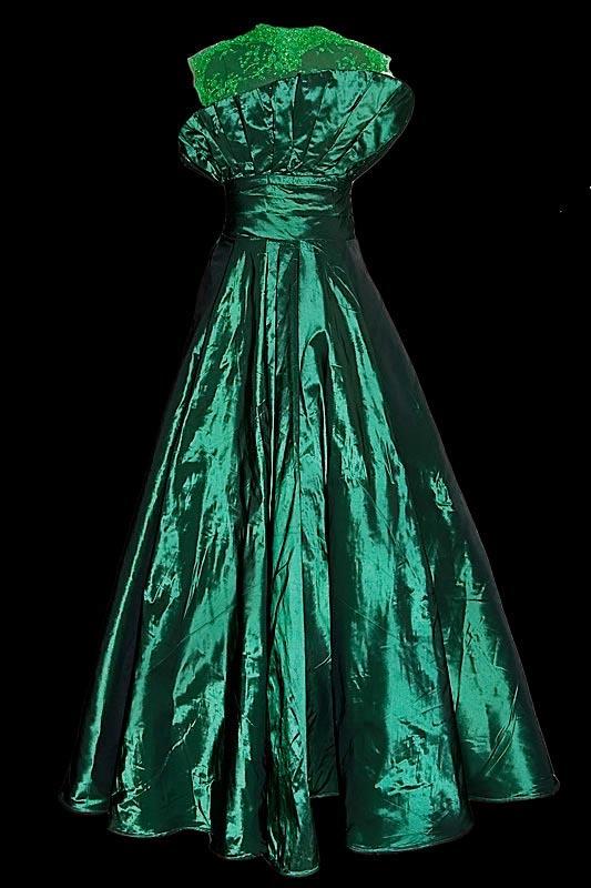 Zielona suknia wieczorowa dla Justyny Reczeniedi.