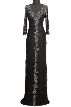 Czarna koronkowa suknia wieczorowa Ines z haftami na dekolcie oraz na spódnicy.