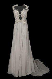 Seksowna suknia wieczorowa Inessa w gołębiowym kolorze z prześwitami i haftami naszytymi na siatkę tiulową.