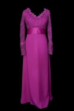 Elegancka suknia wieczorowa w kolorze fuksji z koronkową górą z cadi z jedwabnym pasem.