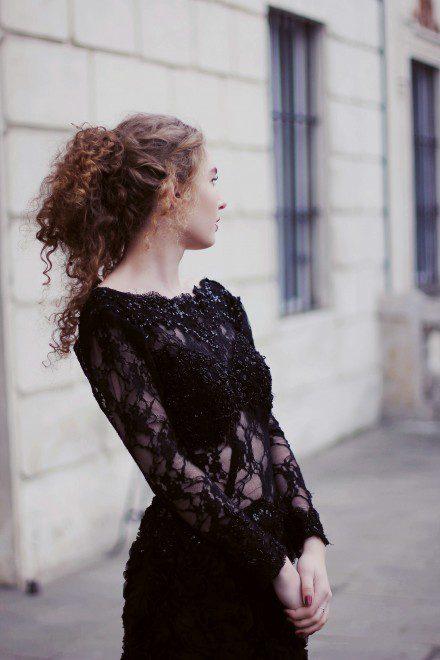 czarna-koronkowa-suknia-wieczorowa